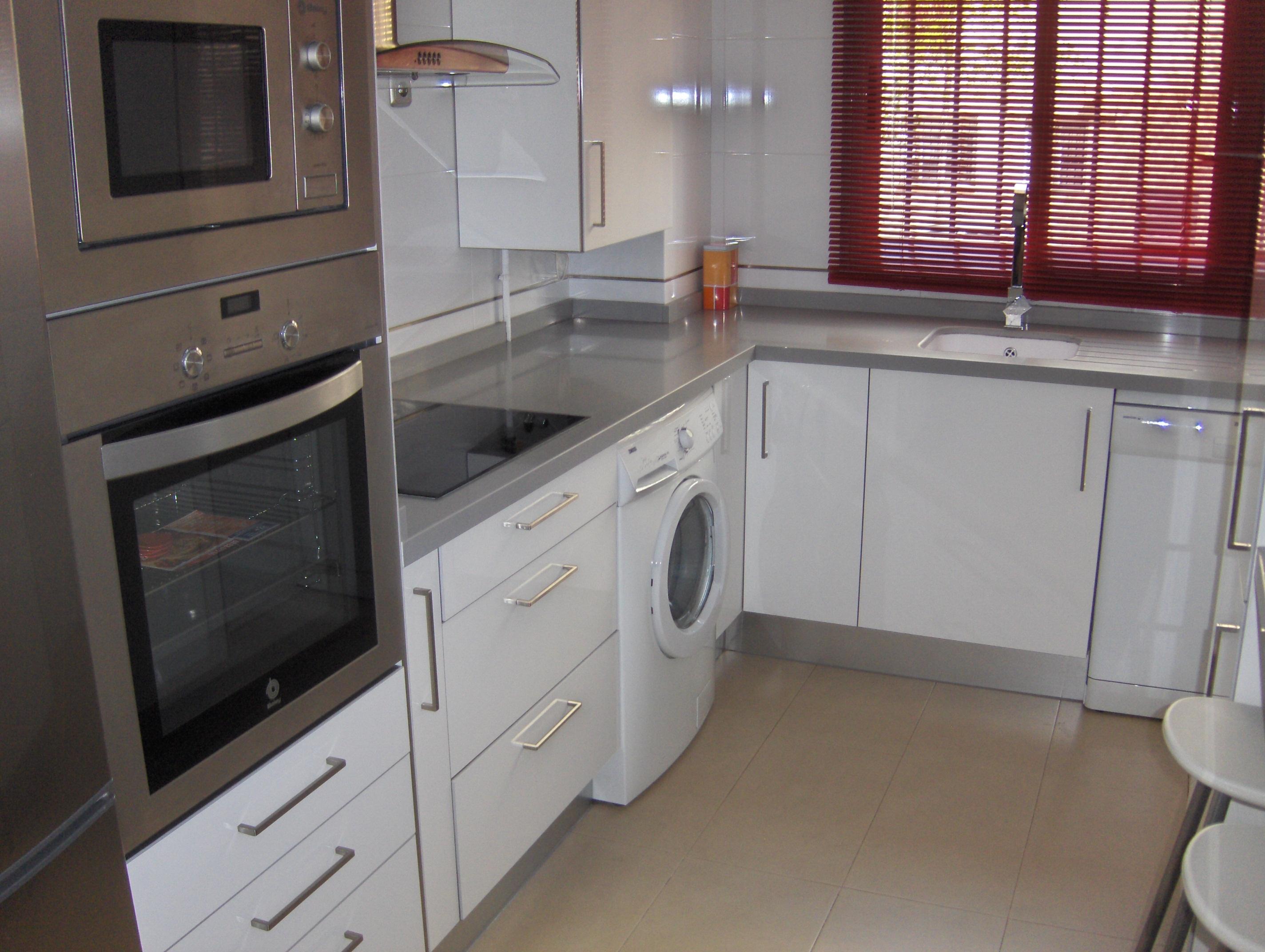 Cocinas seleccion sevilla blanca con encimera gris 3 selecci n cocinas - Cocina blanca encimera gris ...