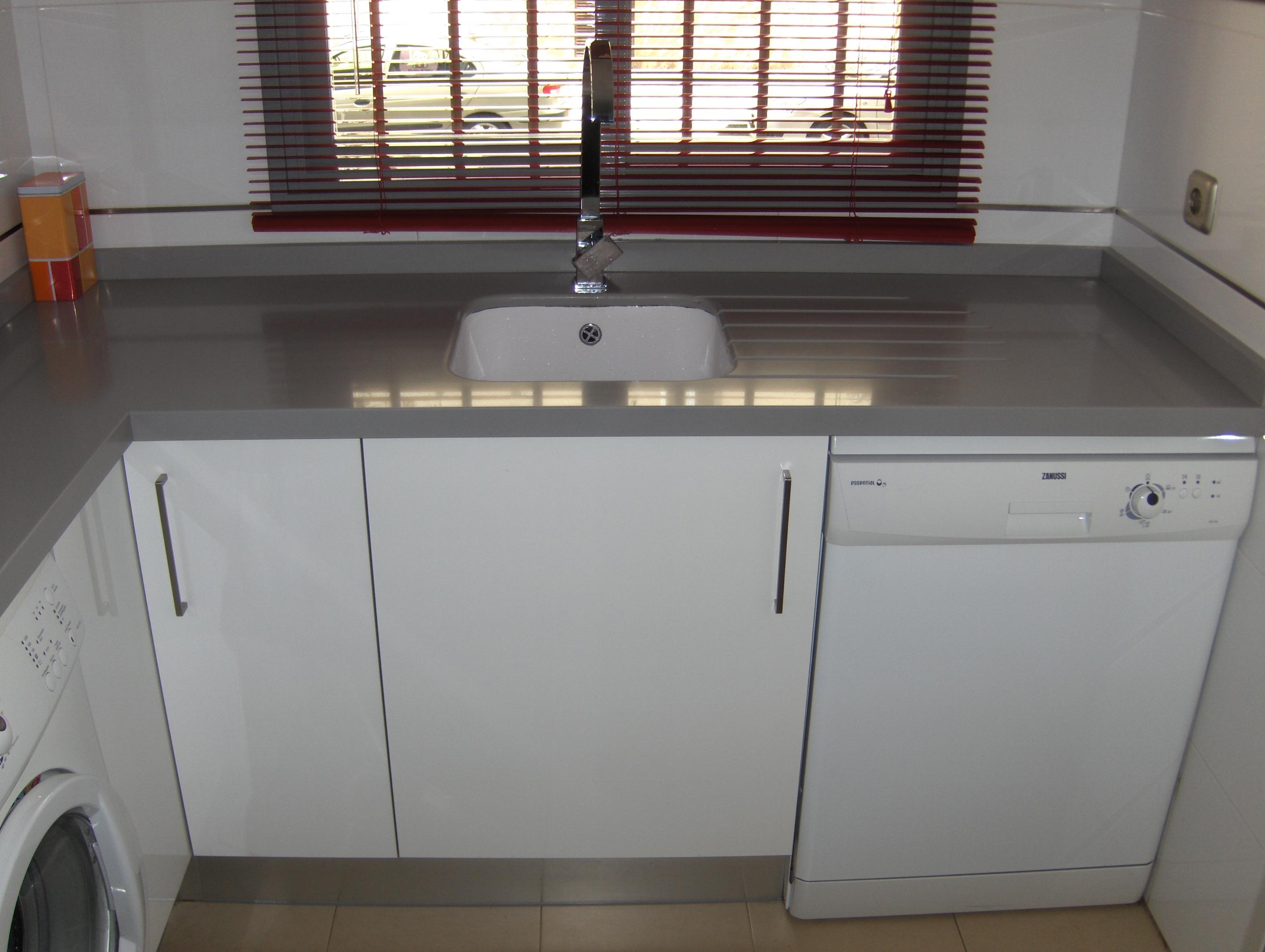 Cocina gris encimera blanca perfect muebles cocina for Cocina blanca encimera roja