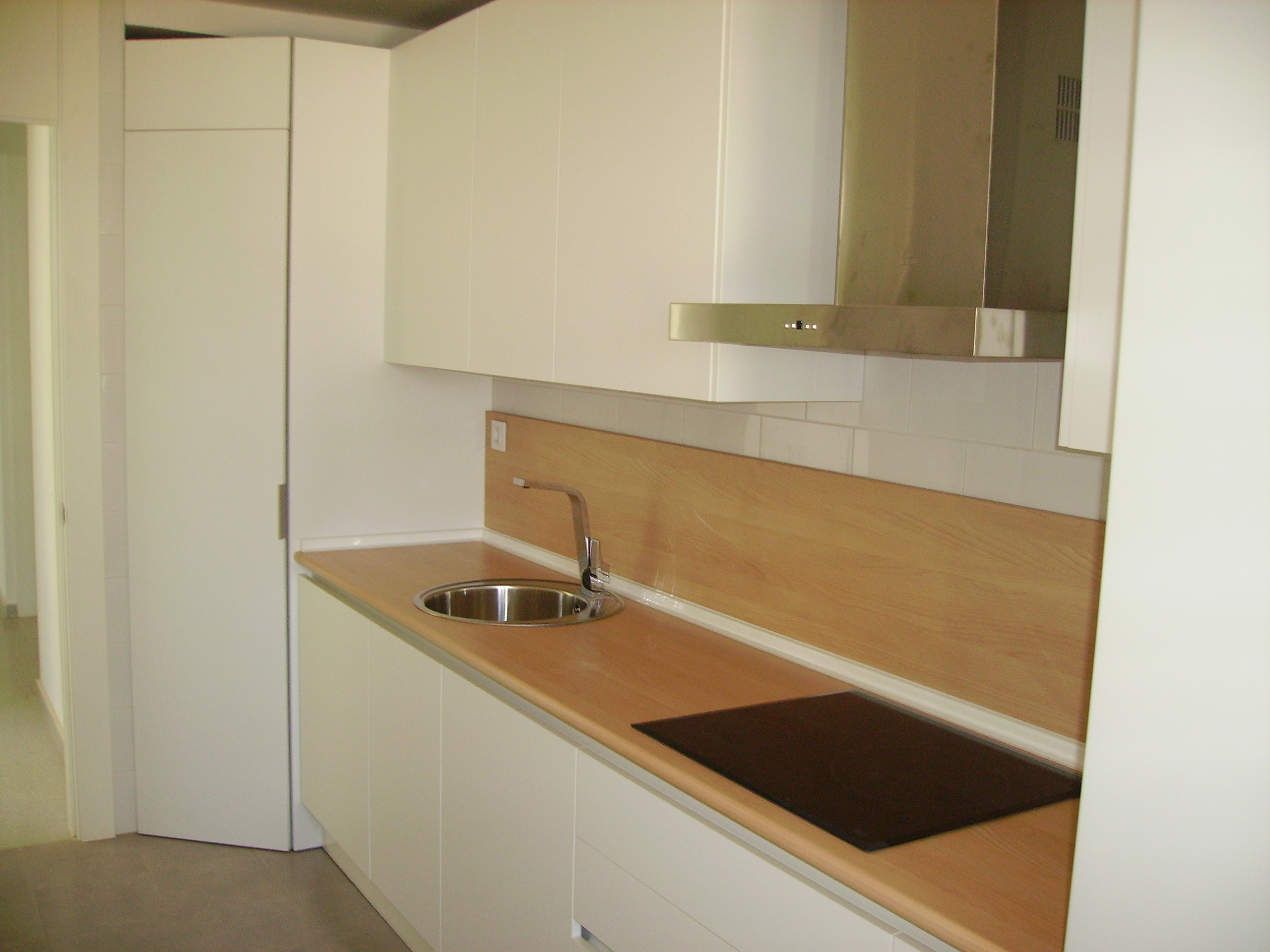 Nuestras cocinas selecci n cocinas tienda de cocinas - Encimeras de cocina de madera ...