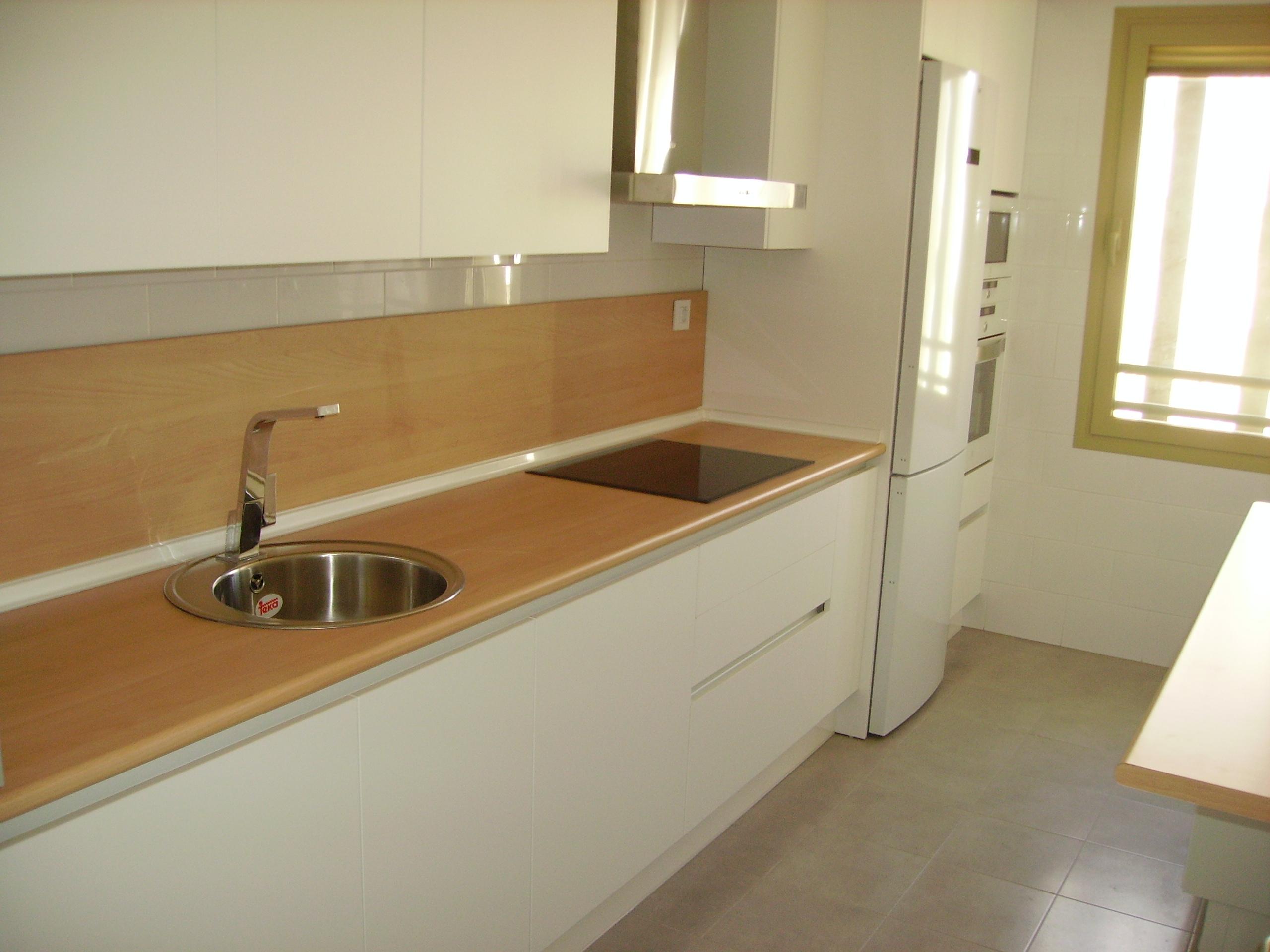 Nuestras cocinas selecci n cocinas tienda de cocinas for Formica madera